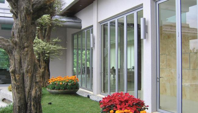 Centor E3 CLD folding door hardware used for a new home