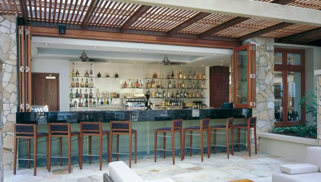 Centor E2 hardware used for a window application in a hotel bar