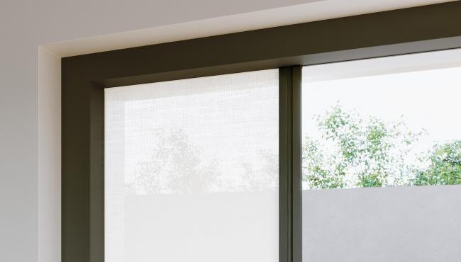 Centor S4 retractable blind is concealed within the frame so it is hidden from sight when not in use