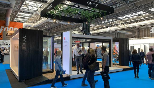 Centor stand at home show display S4 screen and shade along with Integrated Doors