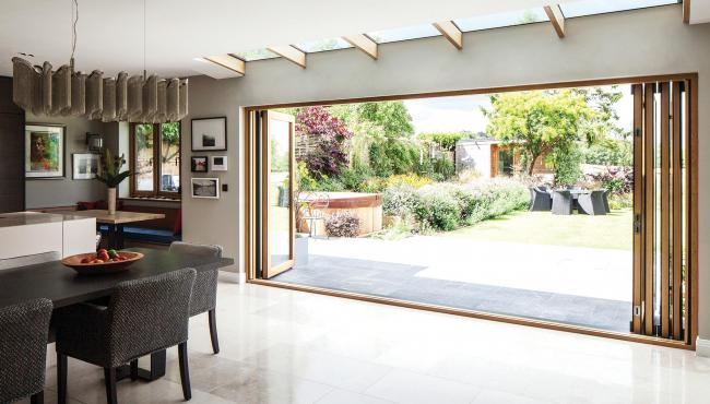 Centor 205 Folding Door featuring an expansive openings to a garden